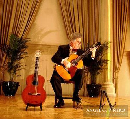 Angel G. Piñero mano izquierda