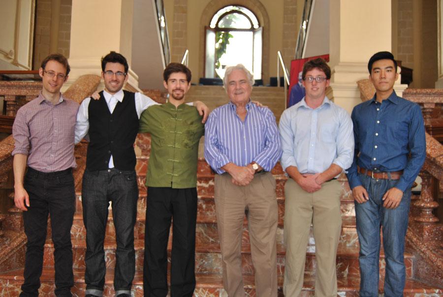 Concursantes en el Edificio San Luis de Gonzaga