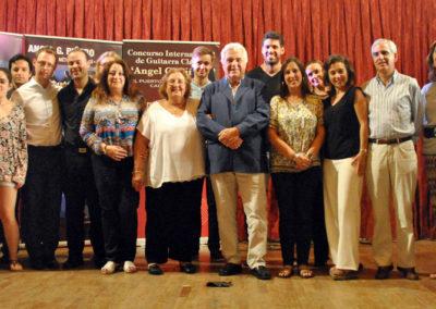 Foto familia con participantes y patrocinadores