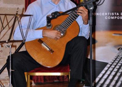 Miguel Revuelta (España) interpretanto una pieza del concurso.