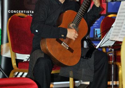 Iván Darío García (Colombia) interpretanto una pieza del concurso.
