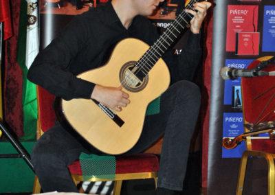 Stanislav Steshenko (Ucrania) interpretanto una pieza del concurso.