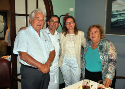 Angel G. Piñero, Fernando Córdoba (manager of El Faro restaurant in El Puerto), Pilar Valdivieso (representative of the SGAE) and Catherine Lacoste