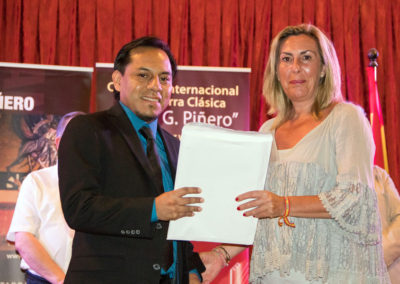 Abraham Velázquez receiving the 3rd prizes from the City Council of El Puerto de Santa María, Marina Peris