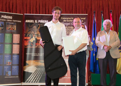 Stanislav Steshenko (2nd prize), receiving a guitar valued at 3000 euros offered by Estruch Luthiers