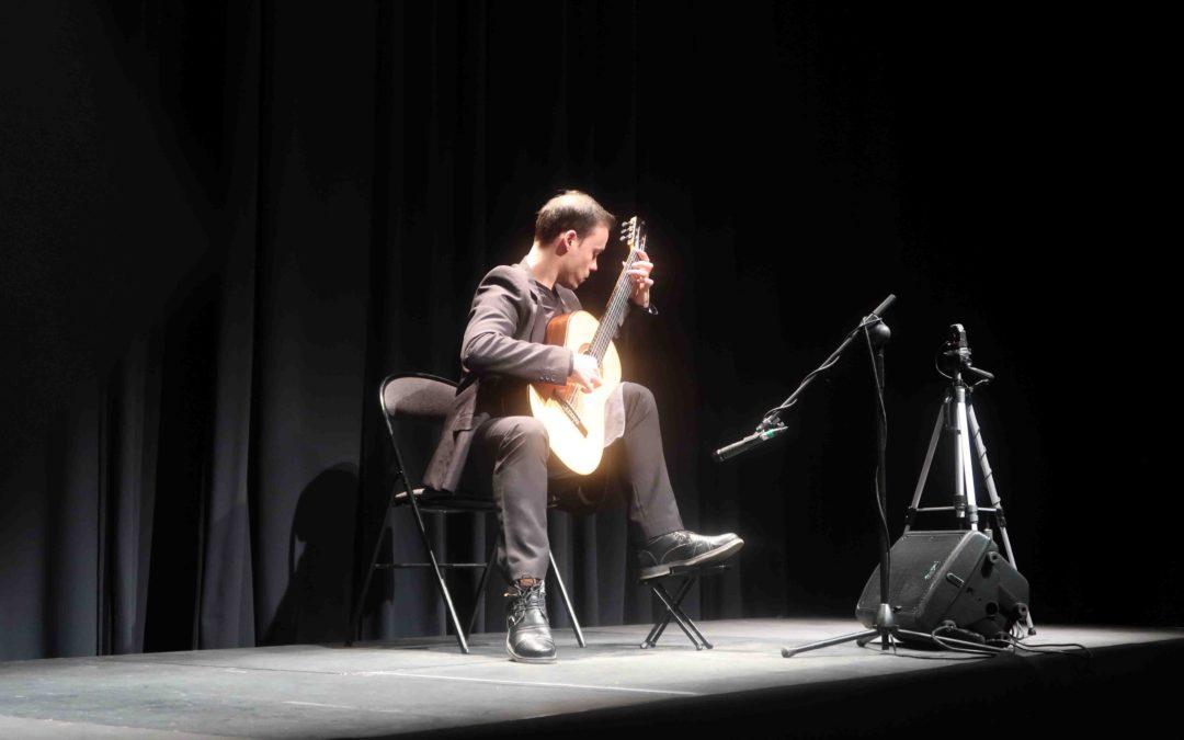 La guitarra clásica inunda el teatro Pedro Muñoz Seca de El Puerto de Santa María